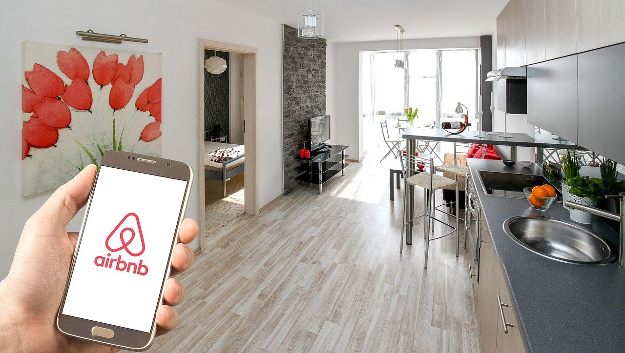 Apartments vs. Airbnb: Farmington Hills
